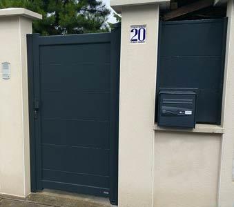 Portillon aluminium grandes lames, clôture et boîtes aux lettres encastrée lettes