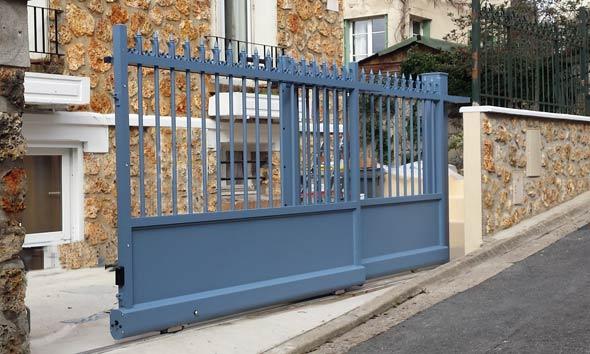 Portail deux vantaux roulants aspect fer forgé - Chaville près Paris